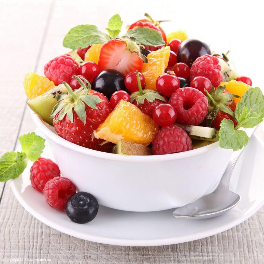 Kiwi, raspberry and mint fruit salad